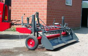 Ground tray attachment for riding grounds
